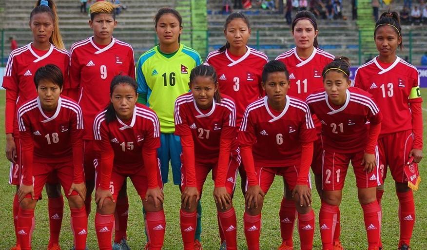नेपाली राष्ट्रिय महिला फुटबल टोलीले हङकङसँग खेल्दै