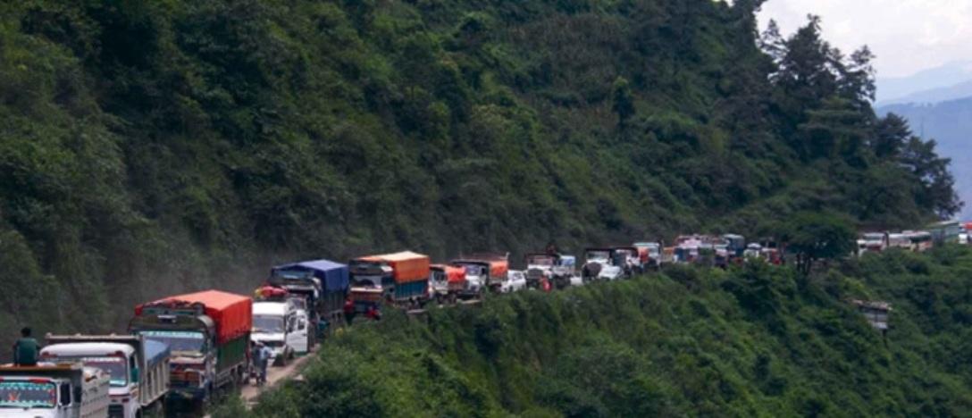 नागढुङ्गाबाट धादिङको सिस्नेखोलासम्मको यात्रा कठिन बन्दै